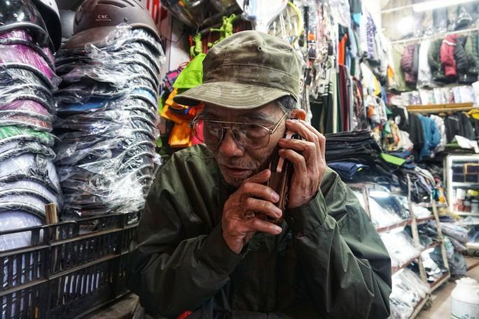 Nghệ sĩ khắc khổ Trần Hạnh gần 90 tuổi vẫn bán xăng, bán hàng - Ảnh 8.