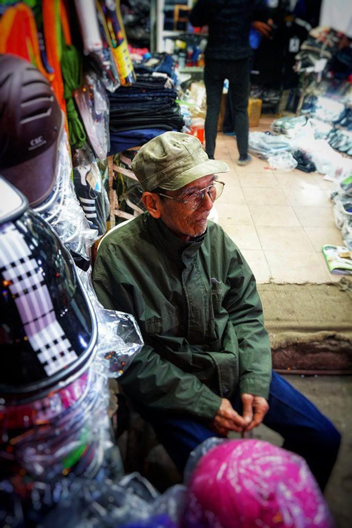 Nghệ sĩ khắc khổ Trần Hạnh gần 90 tuổi vẫn bán xăng, bán hàng - Ảnh 9.
