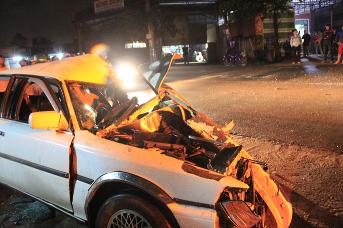 Đối đầu xe đầu kéo, tài xế chết kẹt trong xế hộp - Ảnh 3.