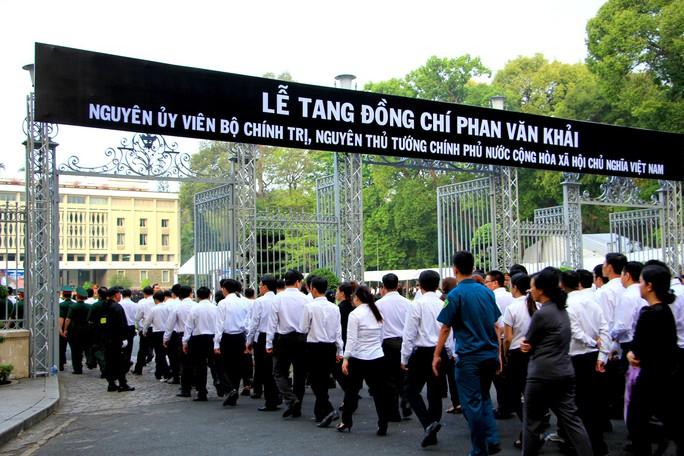 Cố Thủ tướng Phan Văn Khải đang trên đường về đất mẹ - Ảnh 37.