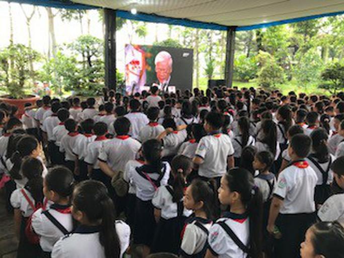 Người dân lập bàn thờ tiếc thương cố Thủ tướng Phan Văn Khải - Ảnh 11.