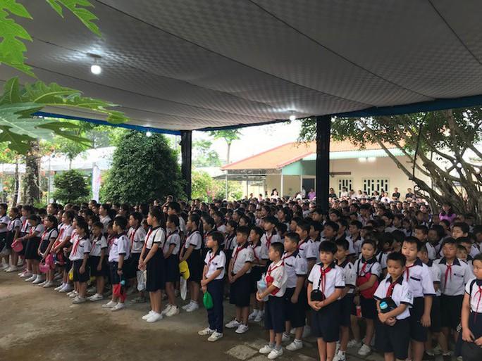 Người dân lập bàn thờ tiếc thương cố Thủ tướng Phan Văn Khải - Ảnh 10.
