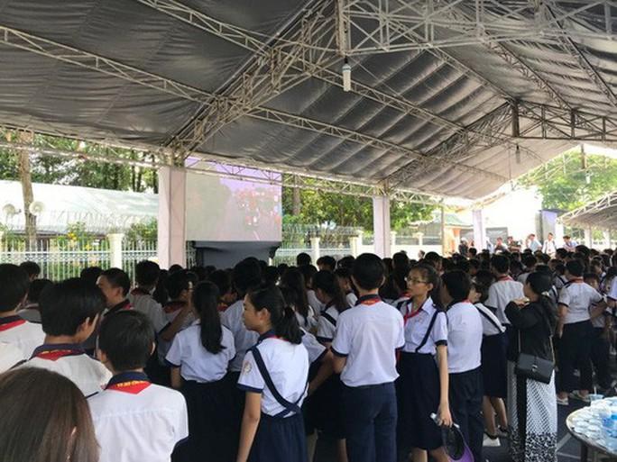 Người dân lập bàn thờ tiếc thương cố Thủ tướng Phan Văn Khải - Ảnh 12.