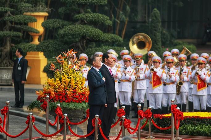 Cận cảnh lễ đón Tổng thống Hàn Quốc Moon Jae In tại Phủ chủ tịch - Ảnh 1.