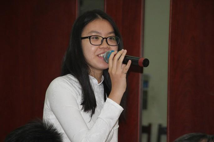 TP HCM: Học sinh bật khóc khi đối thoại với lãnh đạo thành phố - Ảnh 2.