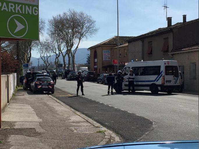 Pháp: Bắn chết nghi can bắt con tin ở siêu thị - Ảnh 1.