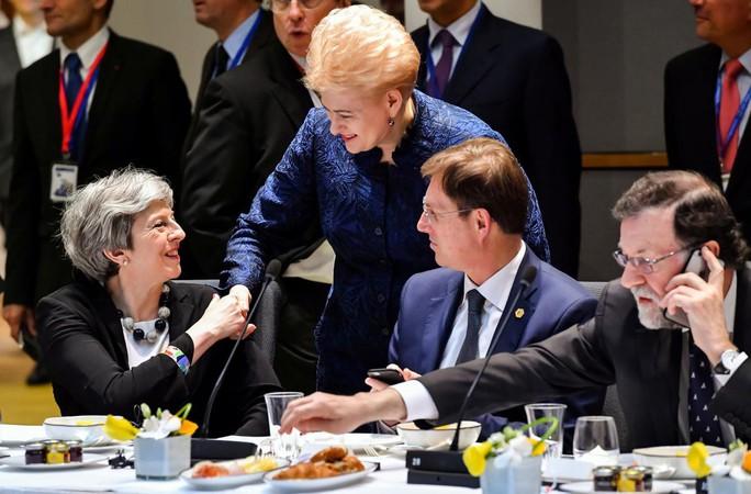 EU nhất trí tăng cường trừng phạt Nga vì vụ đầu độc điệp viên - Ảnh 2.