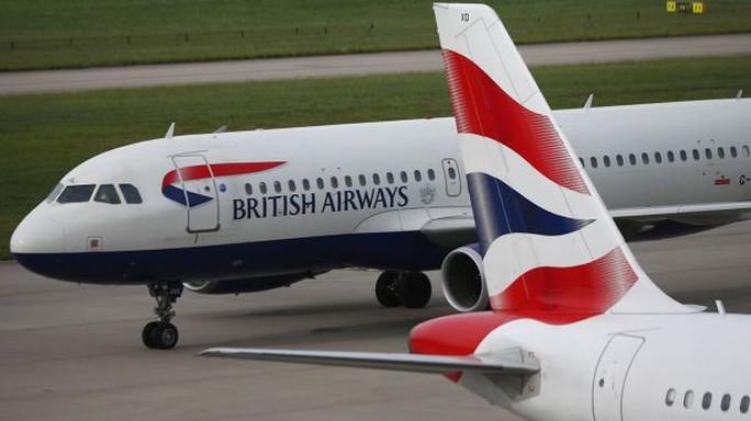 Nữ tiếp viên hàng không bị đồng nghiệp cưỡng hiếp - Ảnh 1.