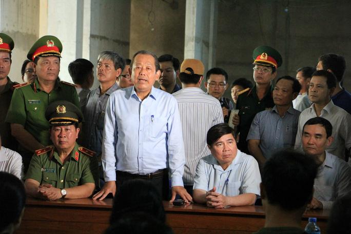 Người dân chung cư Carina bật khóc kể khổ với Phó Thủ tướng - Ảnh 3.