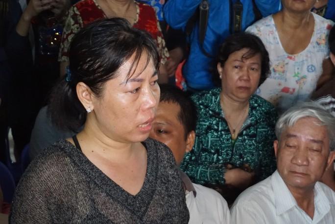 Người dân chung cư Carina bật khóc kể khổ với Phó Thủ tướng - Ảnh 1.