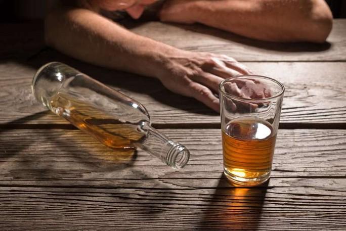 Tiêm tế bào gốc từ mỡ, lập tức hết nghiện rượu - Ảnh 1.