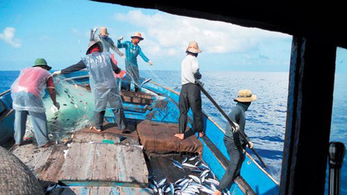 Kịch liệt phản đối Trung Quốc đơn phương cấm đánh cá ở biển Đông - Ảnh 1.