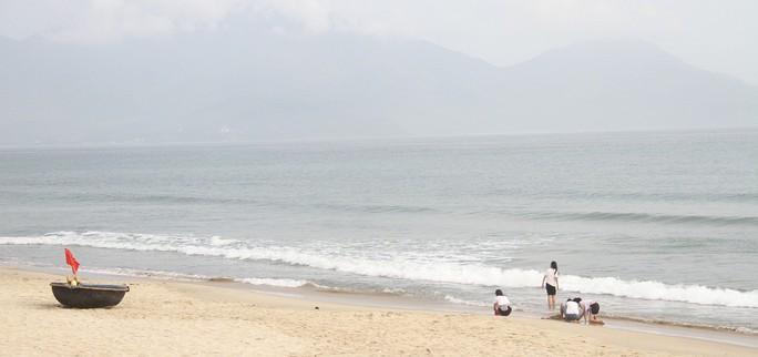 Biển Đà Nẵng không còn hiện tượng đổi màu sẫm, bốc mùi hôi - Ảnh 2.