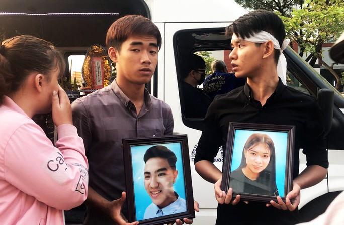 Đau lòng cầu siêu cho 13 nạn nhân thiệt mạng chung cư Carina - Ảnh 11.