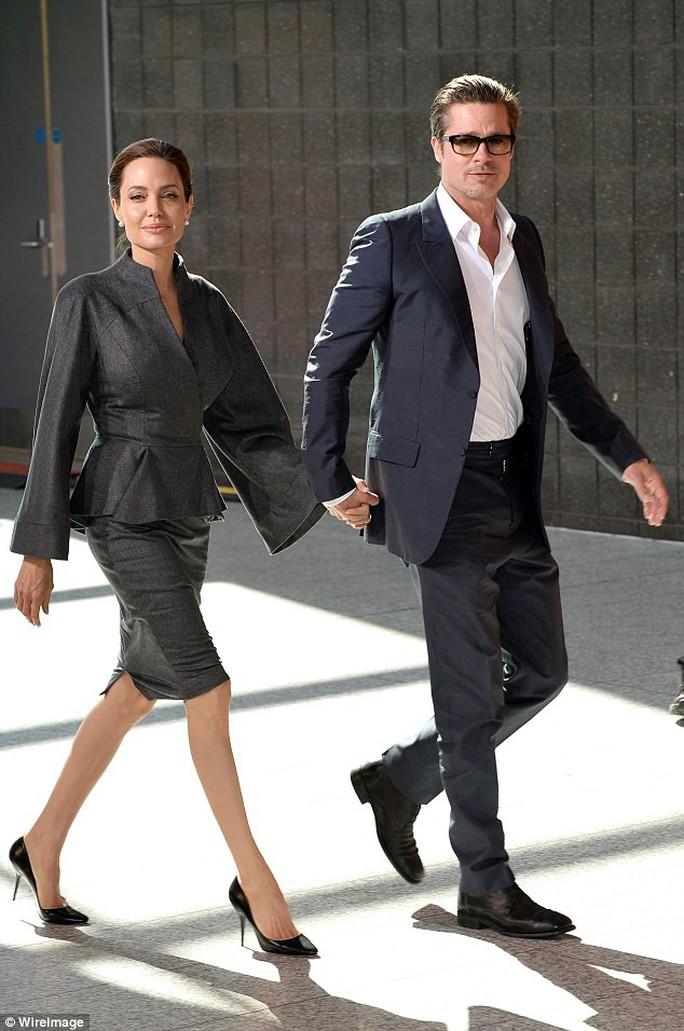 Angelina Jolie có tình mới sau ly hôn - Ảnh 2.