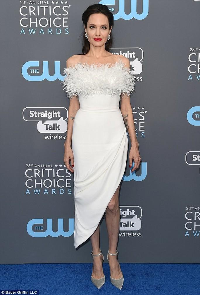 Angelina Jolie có tình mới sau ly hôn - Ảnh 1.
