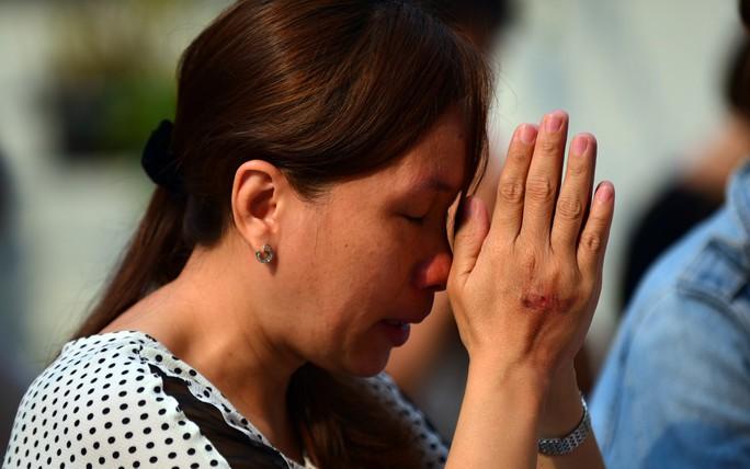 Đau lòng cầu siêu cho 13 nạn nhân thiệt mạng chung cư Carina - Ảnh 10.