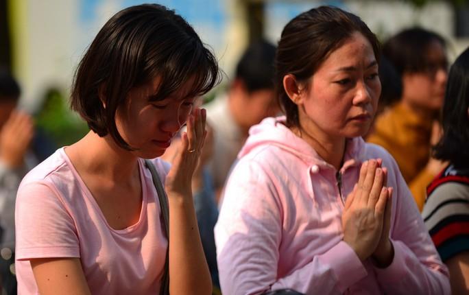 Đau lòng cầu siêu cho 13 nạn nhân thiệt mạng chung cư Carina - Ảnh 9.