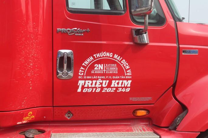 Thanh tra giao thông đấu trí với tài xế chở hàng quá tải suốt nhiều giờ - Ảnh 3.