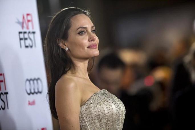 Angelina Jolie bác tin hẹn hò người tình mới - Ảnh 1.