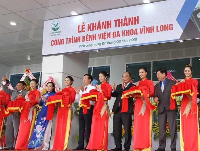 Thủ tướng Nguyễn Xuân Phúc dự lễ khánh thành bệnh viện 800 giường tại Vĩnh Long - Ảnh 1.