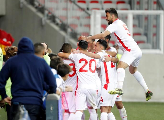 Thắng giao hữu, fan Tunisia ăn mừng như thể vô địch - Ảnh 1.
