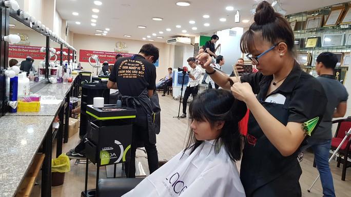 Thi tay nghề ngành làm đẹp, tạo mẫu tóc - Ảnh 1.