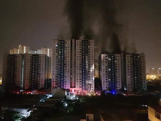 Người dân TP HCM lo lắng tình trạng cháy chung cư, lấn vỉa hè - Ảnh 2.