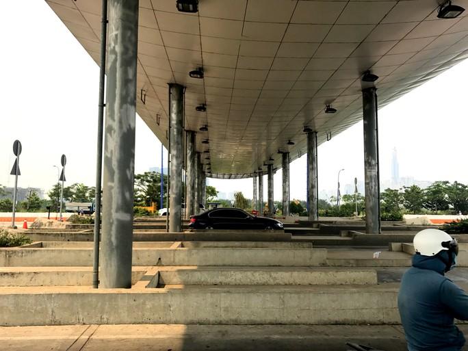 Khai tử trạm thu phí bỏ hoang trước hầm vượt sông Sài Gòn - Ảnh 3.