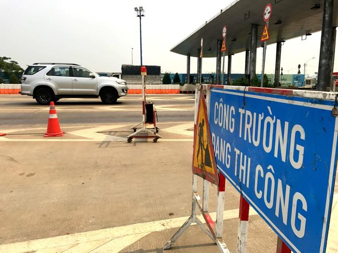 Khai tử trạm thu phí bỏ hoang trước hầm vượt sông Sài Gòn - Ảnh 5.