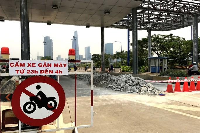 Khai tử trạm thu phí bỏ hoang trước hầm vượt sông Sài Gòn - Ảnh 2.