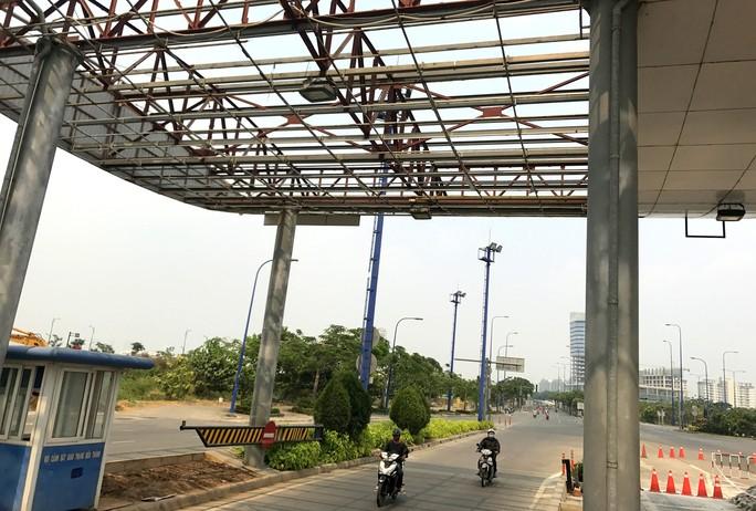Khai tử trạm thu phí bỏ hoang trước hầm vượt sông Sài Gòn - Ảnh 4.