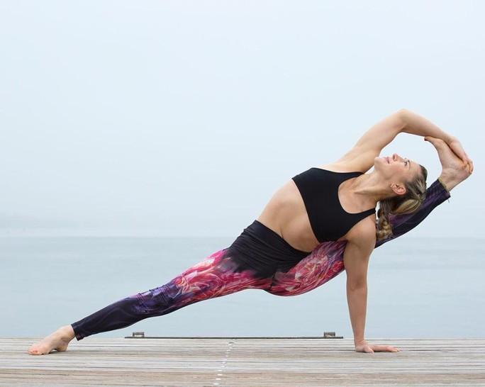 Cô giáo yoga xinh đẹp giúp sức Terry và đồng đội - Ảnh 8.