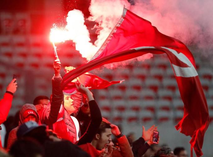 Thắng giao hữu, fan Tunisia ăn mừng như thể vô địch - Ảnh 12.