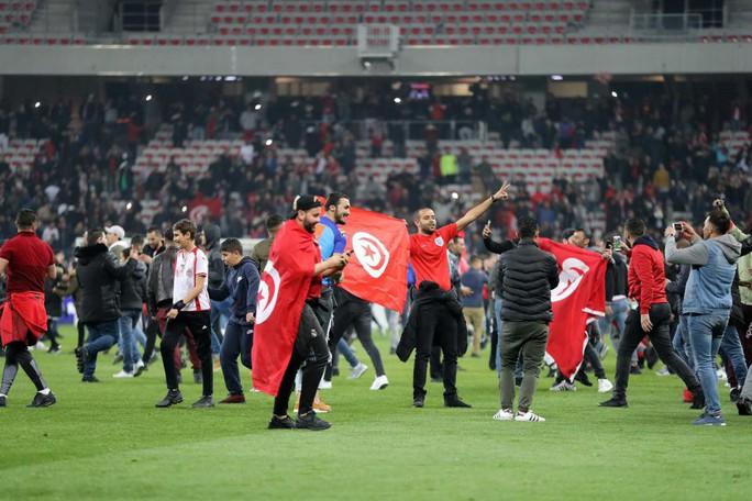 Thắng giao hữu, fan Tunisia ăn mừng như thể vô địch - Ảnh 4.
