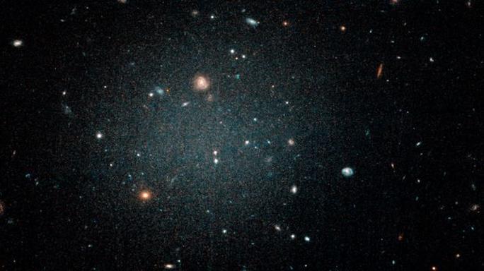 Phát hiện dải ngân hà ma quỷ trong suốt như ảo ảnh - Ảnh 1.