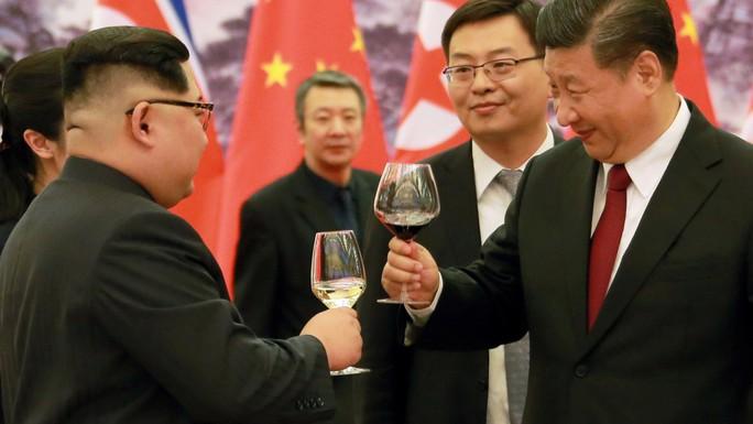 Đằng sau nụ cười của ông Kim Jong-un - Ảnh 4.