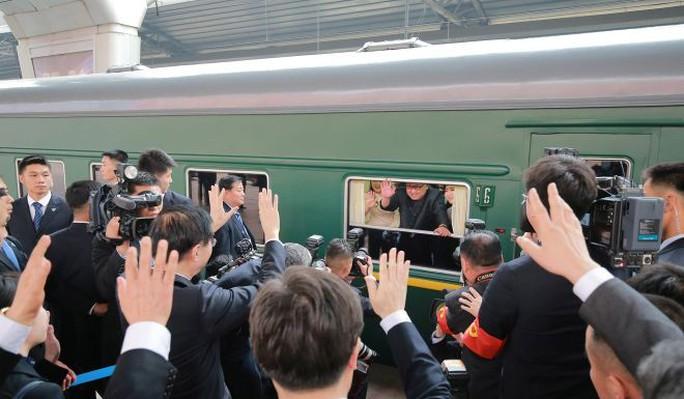 Đằng sau nụ cười của ông Kim Jong-un - Ảnh 6.