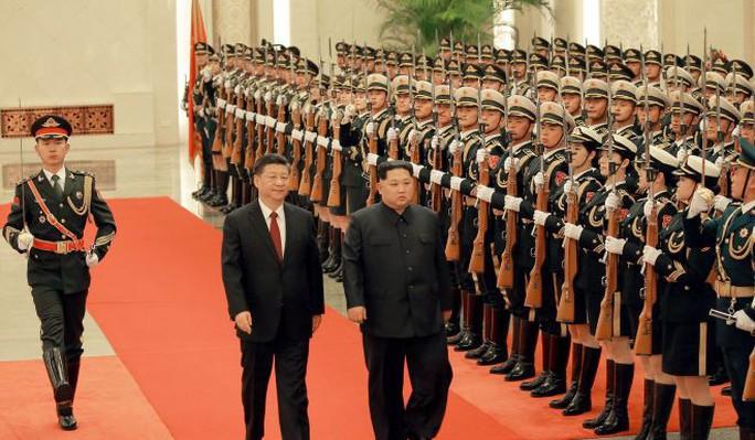 Đằng sau nụ cười của ông Kim Jong-un - Ảnh 1.
