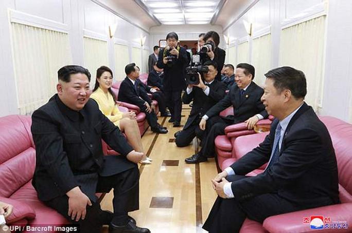 Nội thất xa hoa trong con tàu của ông Kim Jong-un - Ảnh 2.
