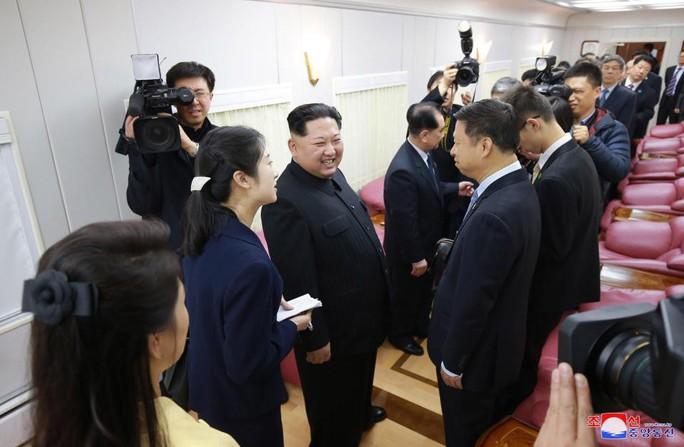 Nội thất xa hoa trong con tàu của ông Kim Jong-un - Ảnh 3.