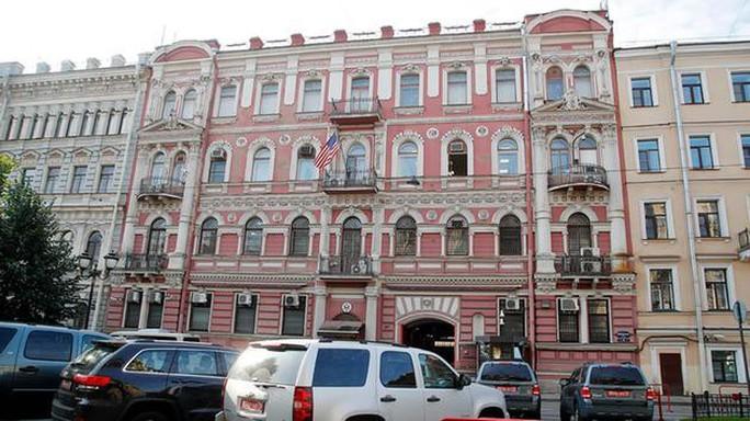 Vụ đầu độc cựu điệp viên: Nga trục xuất 60 nhà ngoại giao Mỹ  - Ảnh 1.