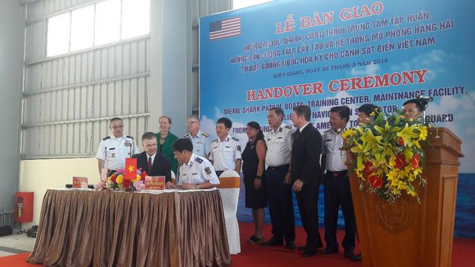 Mỹ chuyển giao 6 xuồng tuần tra phản ứng nhanh cho Việt Nam - Ảnh 4.