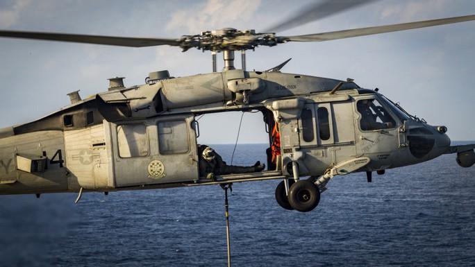 Hình ảnh mới nhất trên Biển Đông của tàu sân bay Mỹ sắp đến Việt Nam - Ảnh 16.
