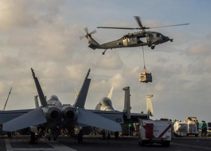 Hình ảnh mới nhất trên Biển Đông của tàu sân bay Mỹ sắp đến Việt Nam - Ảnh 15.
