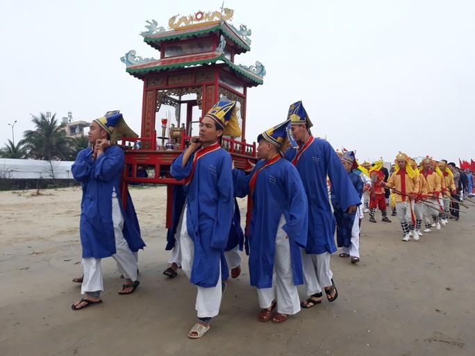 Độc đáo lễ hội cầu ngư đầu năm của ngư dân Đà Nẵng - Ảnh 4.
