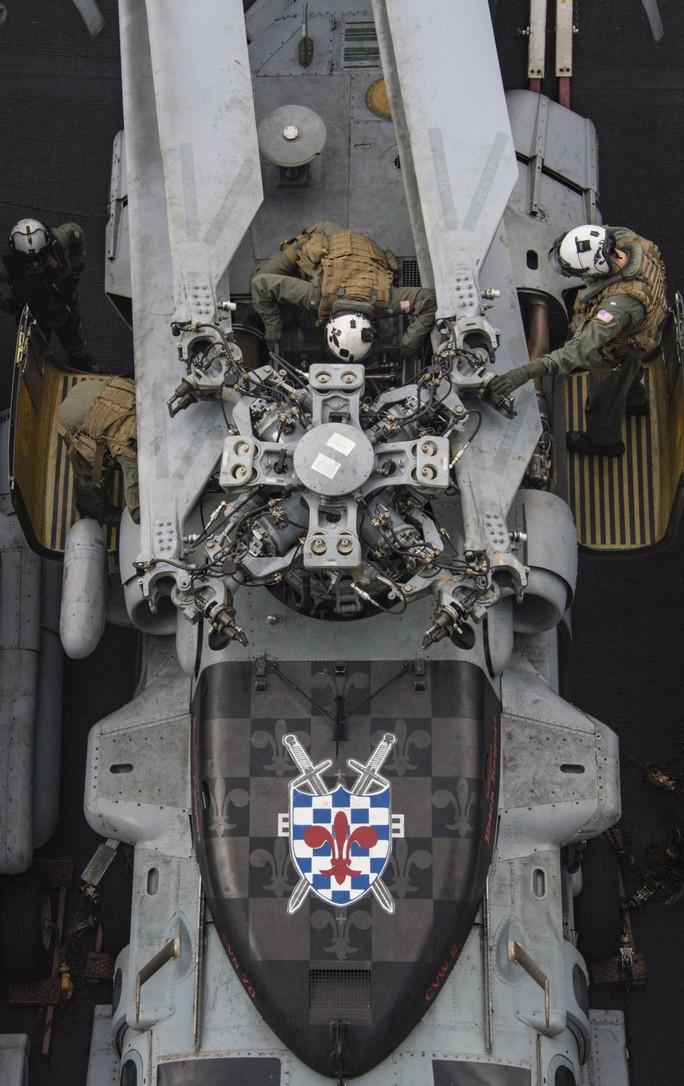 Hình ảnh mới nhất trên Biển Đông của tàu sân bay Mỹ sắp đến Việt Nam - Ảnh 26.