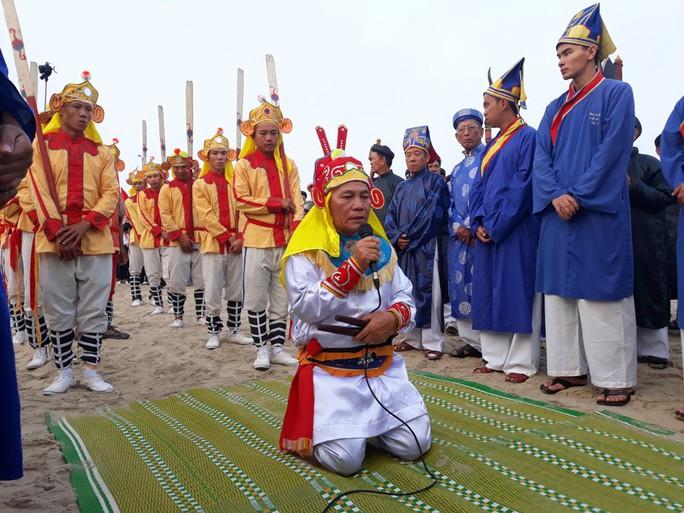 Độc đáo lễ hội cầu ngư đầu năm của ngư dân Đà Nẵng - Ảnh 2.