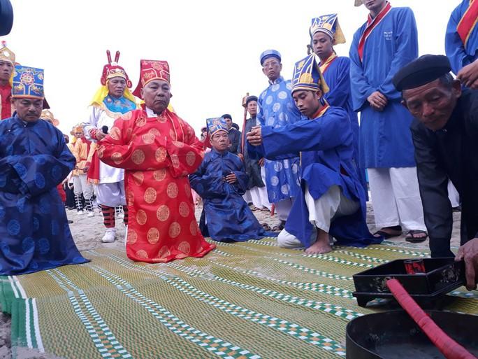 Độc đáo lễ hội cầu ngư đầu năm của ngư dân Đà Nẵng - Ảnh 6.