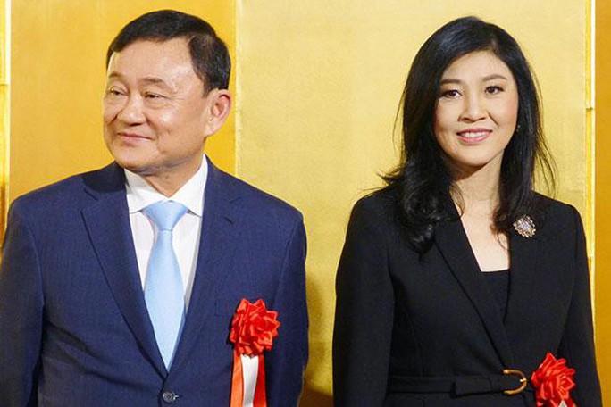 Ông Thaksin và bà Yingluck tươi cười ở Nhật Bản - Ảnh 1.